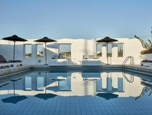 4* Mr & Mrs White Paros – Πάρος
